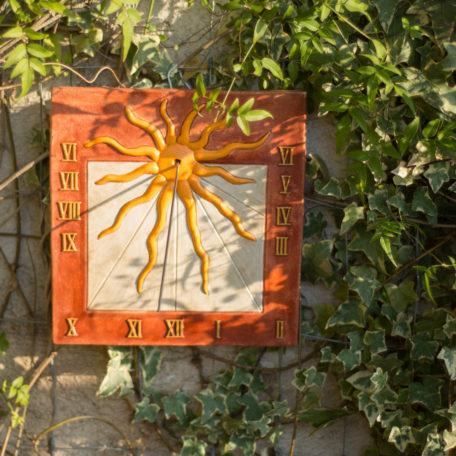 Cadran solaire soleil ocre