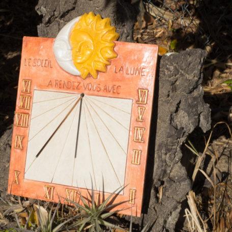 Cadran solaire soleil et lune en situation