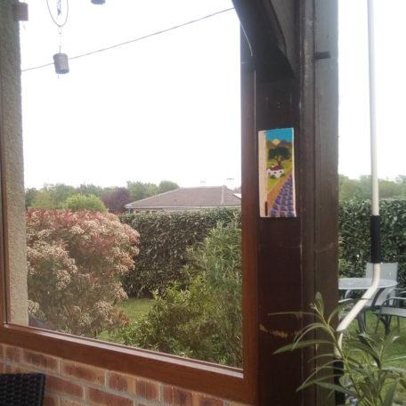 Thermomètre maison provençale installé dans une terrasse
