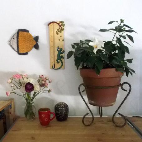 Thermomètre géant salamandre sur un mur