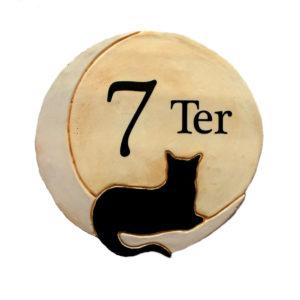 Numéro de maison avec silhouette chat noir